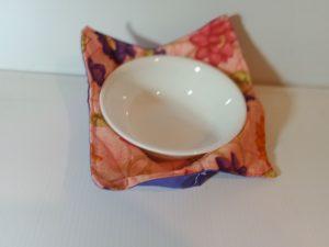 Bowl holder – reversible, flowers on orange, 8x8