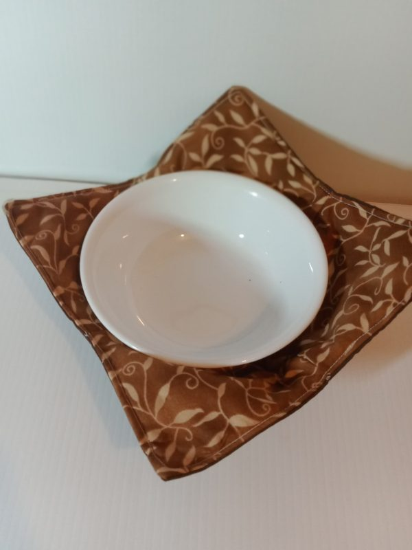Bowl holder – reversible, leaves on cinnamon, 8x8